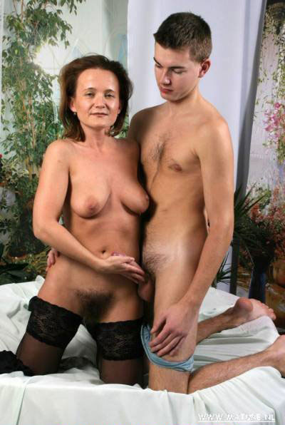 Wild Mature Moms Page 3 - See gorgeous mommies and grannies.